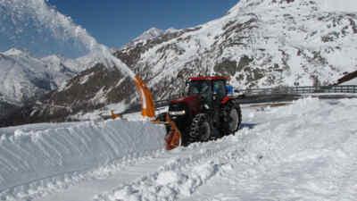 Schneeräumung mit Traktor