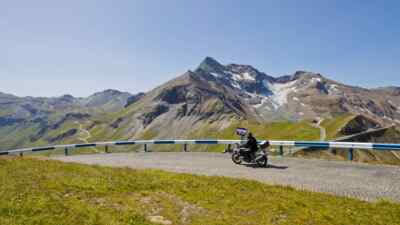 Motorcyclists in front of the Edelweissspitze