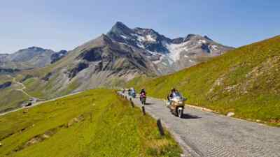 Motorcyclists on the road to Edelweissspitze
