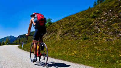 Radfahrer auf der Goldeck Panoramastrasse