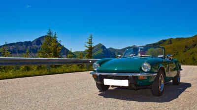 Grünes Oldtimer Cabrio