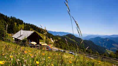 Hütte mit Parkplatz