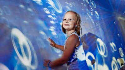 Kinder im Wasserszenarium