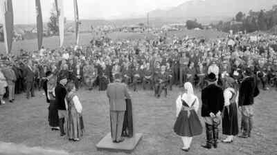 Eröffnungsfeier der Dobratschstrasse