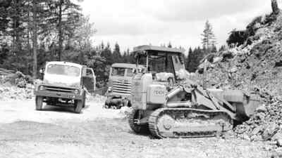 Drei Baustellenfahrzeuge an der Villacher Alpenstraße